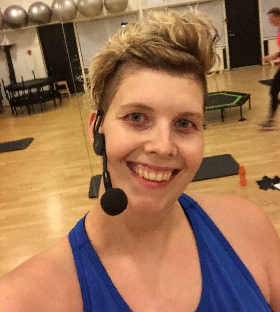 Byd velkommen til Månedens Gæst på dancezone.dk<br /><br />Louise Jeppesen fra Fredericia har bragt Jumping Fitness til Danmark!<br /><br />Der er nu over 120 instruktører - måske du skal være den næste?<br /><br />Læs hendes spændende historie her og få hendes bedste råd, hvis du overvejer at blive selvstændig.<br /><br />www.dancezone.dk/manedens-gaest/louise-jeppesen